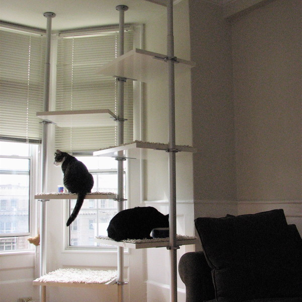 IKEA突っ張り壁収納システムで猫階段